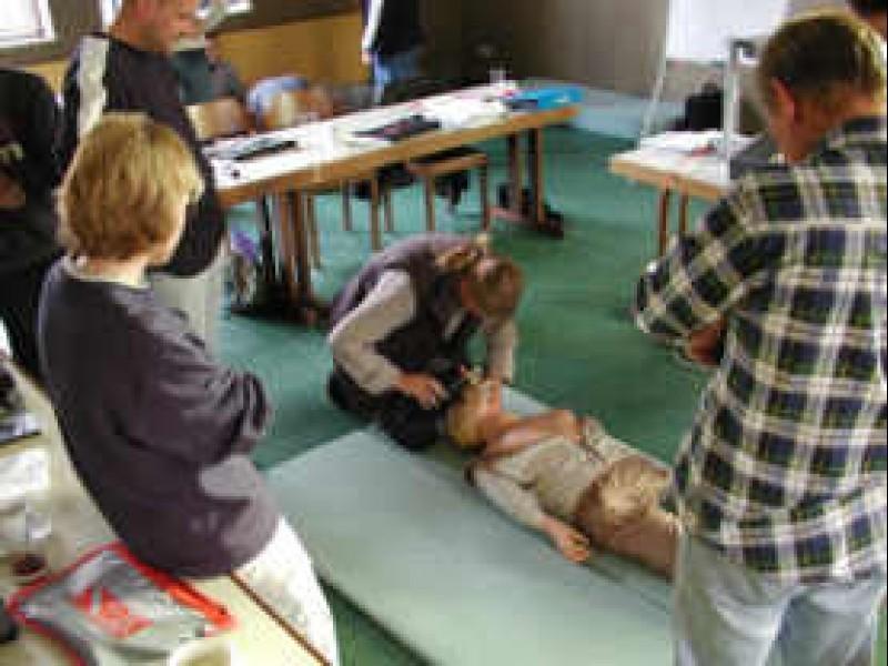 Ein Erste Hilfe Kurs im Saal